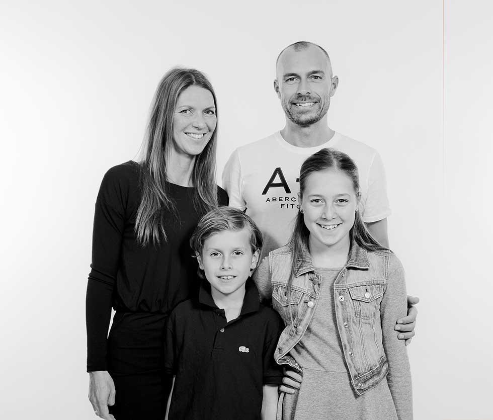 Gruppefoto af familie i Augustenborg